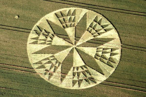 crop-circle-at-rock-lane-warwickshire-11th-july-2012.jpg