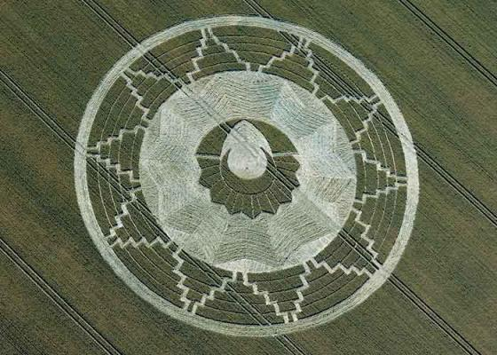 magical-crop-circle-at-east-kennett-avebury-wiltshire-22nd-july-2011.jpg